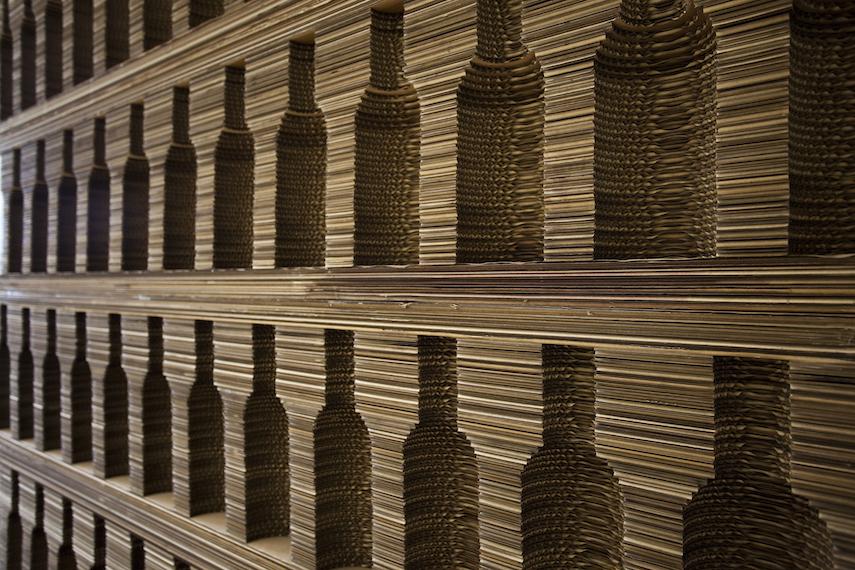 Mobile cantina per vino in cartone ondulato tagliato laser - Mattoni portabottiglie ...