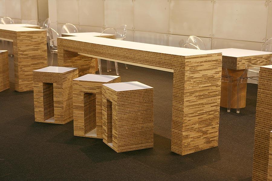 Bancone da degustazione in cartone alveolare 55100 for Bancone in legno fai da te