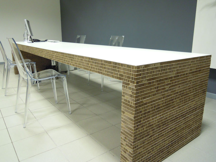 Scrivania design in cartone per casa o ufficio 55100 for Design ufficio scrivania