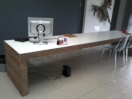 Perfect scrivania design in cartone alveolare ignifugo per - Scrivanie legno design ...