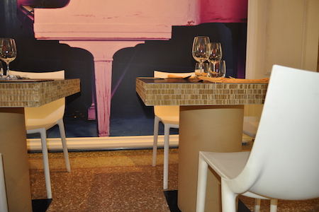 Tavolino in cartone per bar o ristorante 55100 - Mobili in cartone pressato ...