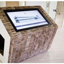Totem multimediale touch screen in cartone alveolare ignifugo